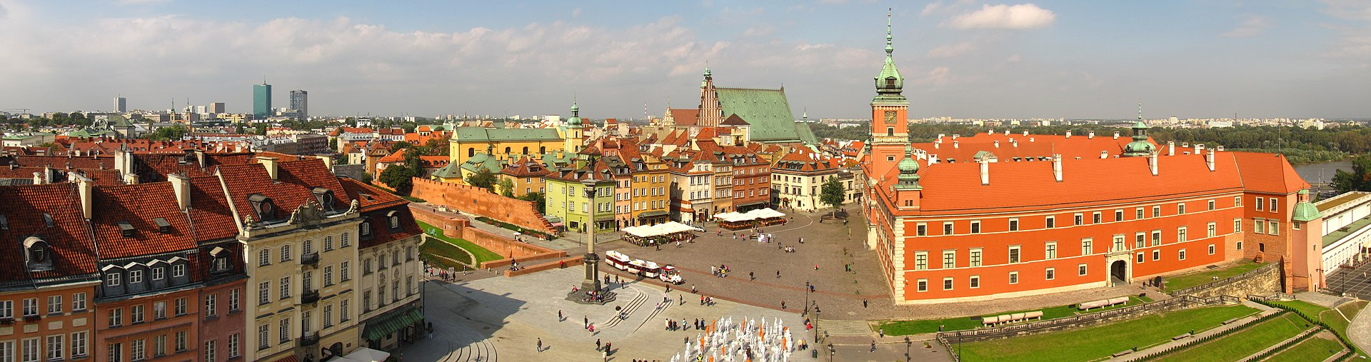 Warsaw Castle Square Panorama 2010.jpg