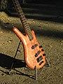 Warwick Thumb Electric Bass NT 2006 (3191208971).jpg