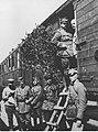 Wojna polsko-sowiecka - gen Haller w pociągu w otoczeniu sztabu NAC 1-H-390.jpg