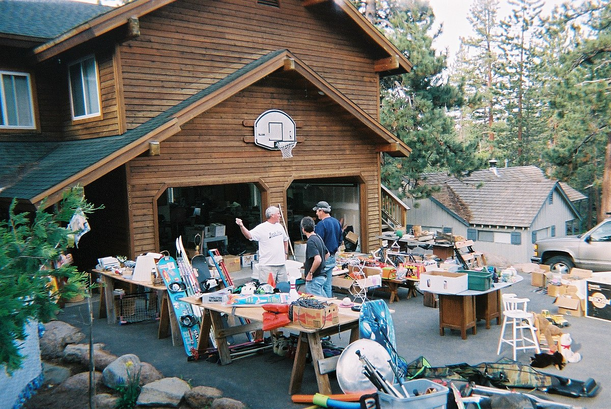 Garage sale wikipedia for Furniture yard sale