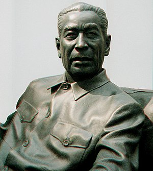 Zhou Enlai sculpture 2d.jpg
