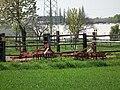 Zwei rote landwirtschaftliche Geräte Wiesloch.JPG