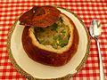 Żurek w chlebie z jajkiem i białą kiełbasą (2).jpg