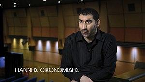 Yannis Economides - Image: ΤΟ ΜΙΚΡΟ ΨΑΡΙ (STRATOS)