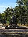 Братська могила у парку Правди 01.JPG
