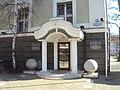Здание суда с украшенными ризалитами 03.jpg