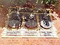 Мемориальный знак в честь ректоров Альбертины.jpg