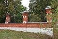 Ограда церкви Рождества Пресвятой Богородицы 4 (Хатунь).jpg