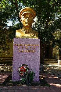 Пам'ятник Герою Радянського Союзу старшині Донію, село Підлісне.jpg