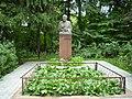 Памятник Мичурину в питомнике.JPG