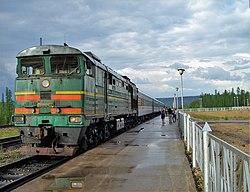 Пассажирский поезд на станции Томмот.JPG