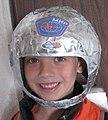 עשה זאת בעצמך - קסדת אסטרונאוט מפיסות נייר.jpg