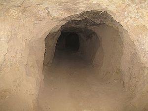 غار شهر خنجین - تفرش
