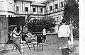 เจ้าจอม เอิบ บุนนาก กำลังทายรู่ป ของ พระราชชายาเจ้าดารารัศมี ~ Erb Bunnag photographing Phra Rachaya Chao Dara Rasami ca. 1905.jpg