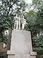 建于50年代的工农兵塑像 - panoramio.jpg