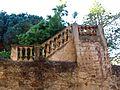 035 Cal Marquès (Alella), tàpia i escales, av. Ferran Fabra.jpg