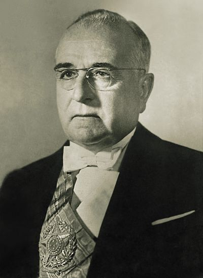 Official photograph of Vargas' second term as President, 1951 17 - Getulio Dorneles Vargas 1951.jpg