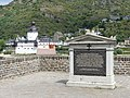 1813 Rheinübergang, Denkmal auf linkem Ufer, Gesamtansicht.jpg