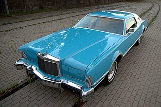 Lincoln Continental Mark IV - Image: 1976 Lincoln Continental Mark IV Givenchy designer series (front)