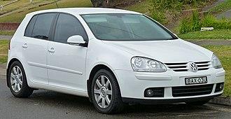 Volkswagen Golf Mk5 - Image: 2007 Volkswagen Golf (1K MY07) Sportline 2.0 TDI 5 door hatchback (2010 07 05)