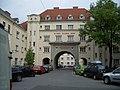 2008.04.29.Karl-Mark-Hof.Karl-Mark-Gasse.Vienna1190b.JPG