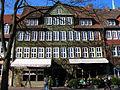 2013-03-02 Ballhofplatz 2 Hannover Goldschmiede 13 Jahre Teestübchen mit Gästen in der Wintersonne.jpg