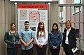 2013-09-15 Gedenktafel Neue Synagoge Hannover (24) SchülerInnen der Heisterbergschule und ihre Lehrerin.JPG