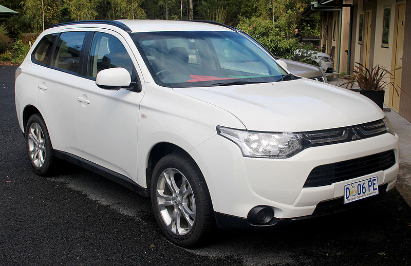800px 2013 Mitsubishi Outlander %28ZJ MY14%29 ES 2WD wagon %282014 12 26%29 Choosing The Best Family Carrier