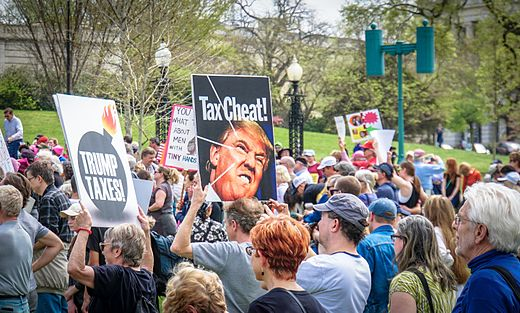 2017.04.15 -TaxMarch Washington, DC USA 02318 (34059571095).jpg