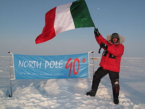 Luca Bracali - Geographic North Pole, at 90°, reached after 8 days of skiing.