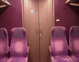 British Rail Class 360 - Image: 360115 B DMCO 65565 First Class Interior