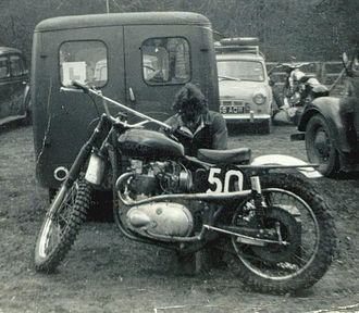 Featherbed frame - Image: 500cc pre unit Triumph engine and BSA frame