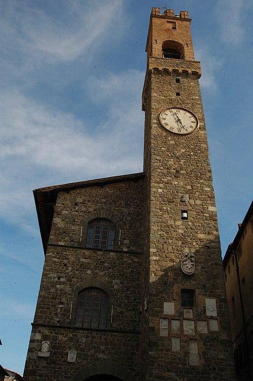 Palazzo dei Priori a Montalcino, torre