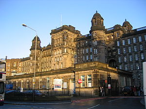 Glasgow Royal Infirmary - The Royal Infirmary's west-facing Centre Block, opened in 1914.