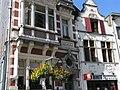 Aalst - Priester Daensplein 7 en 6 - Woning neo-Vlaamse-renaissance - Laat-barok diephuis.jpg