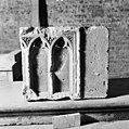 Achterkant tufsteen secundain verwerkt voor muurschalk bij pijler 90 - Amsterdam - 20013035 - RCE.jpg