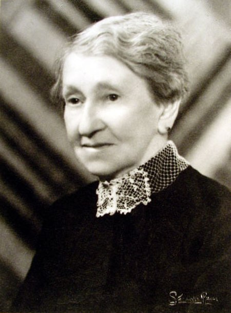 Ada Wells, early 1930s.jpg