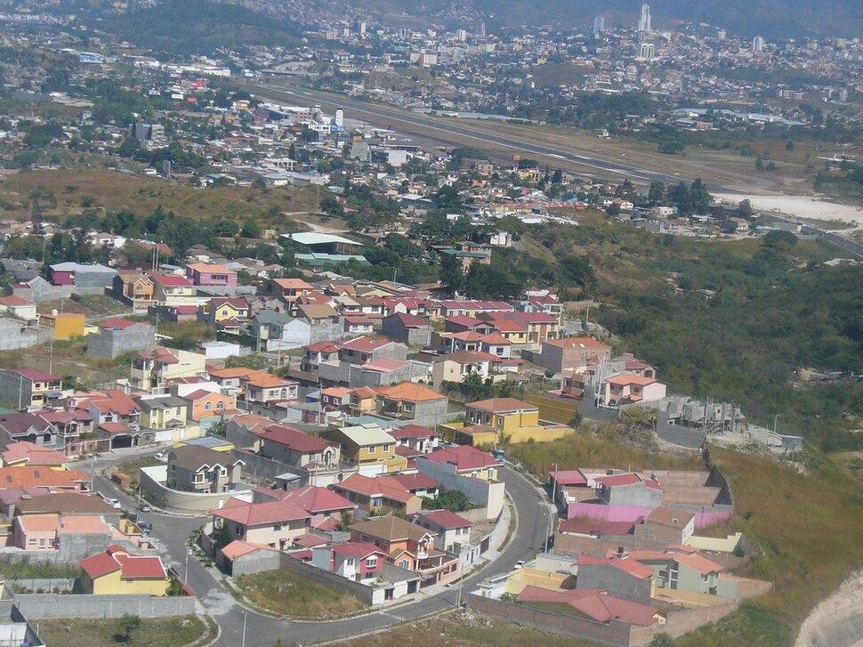 Aerial view of Tegucigalpa 2008-12-14 02