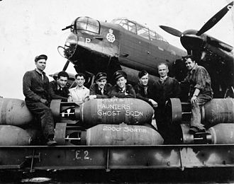 No. 6 Group RCAF - Aircrew and groundcrew of a No. 428 Squadron RCAF Lancaster bomber