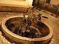Aleja Lubomirskich- zima 2007 w nocy - fontanna obok dworku MARMY - panoramio.jpg