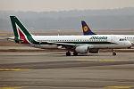 Alitalia, EI-DTE, Airbus A320-216 (24152675843).jpg