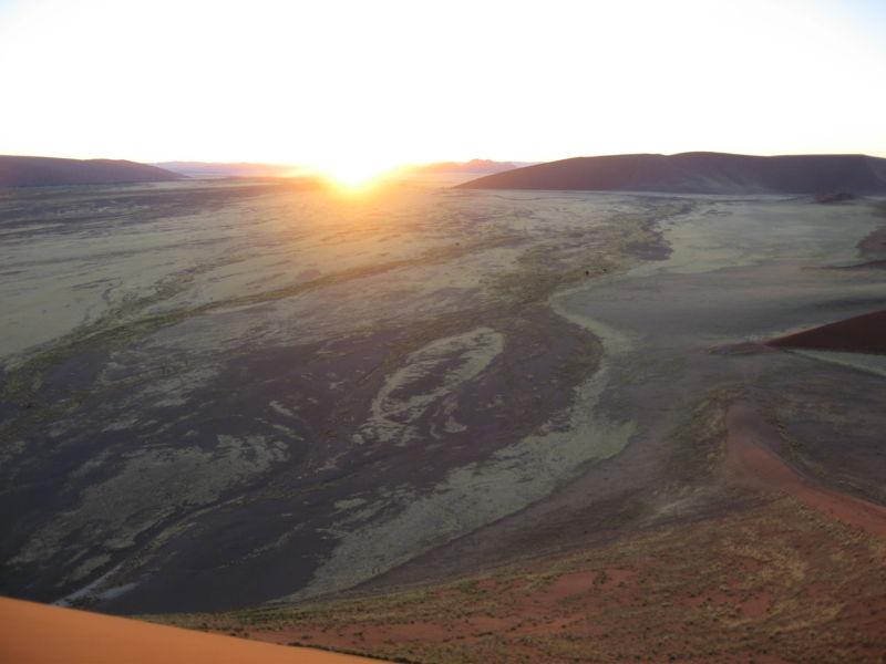 File:Amanecer en Namib.jpg