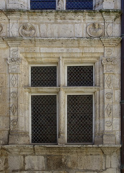Mullioned window and ornaments, Hôtel Saint-Simon (XVIth century), Angoulême, France.