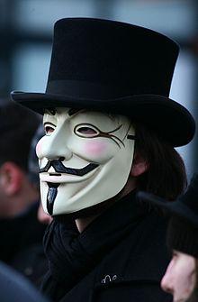 одна девушка в маске и много членов