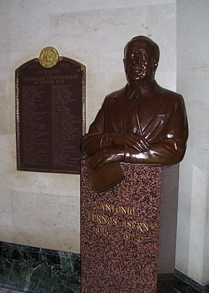 Antonio Fernós-Isern - Bust of Fernós-Isern at the Capitol of Puerto Rico.