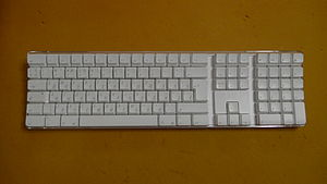 Apple Keyboard A1016 Russian.jpg