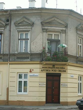 """Podgórze - Tadeusz Pankiewicz's """"Under the Eagle"""" pharmacy at the heart of Kraków Ghetto in World War II"""