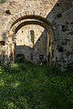 Arc diaphragme de l'ancienne église Saint-André, Saint-André-des-Eaux, France.jpg
