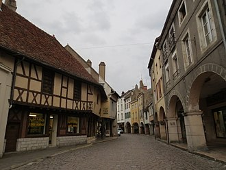 Louhans - Arcades in town center