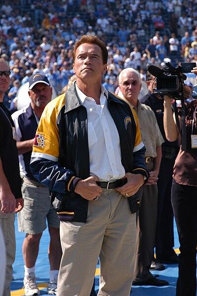 File:Arnold Schwarzenegger 071028-N-7206K-004 0XZWI.jpg